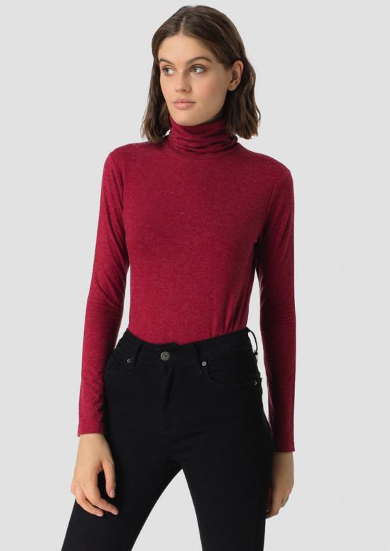 Bordeaux knitted turtleneck
