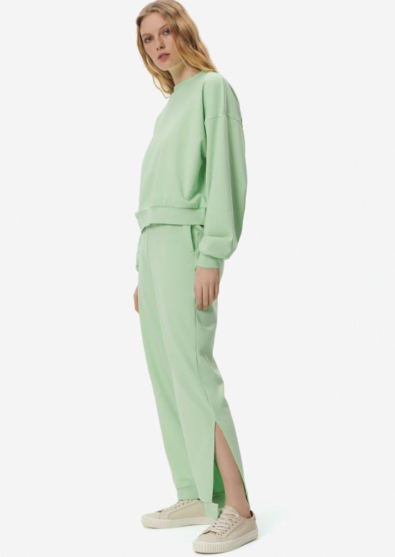 Light green three-thread suit with velcro