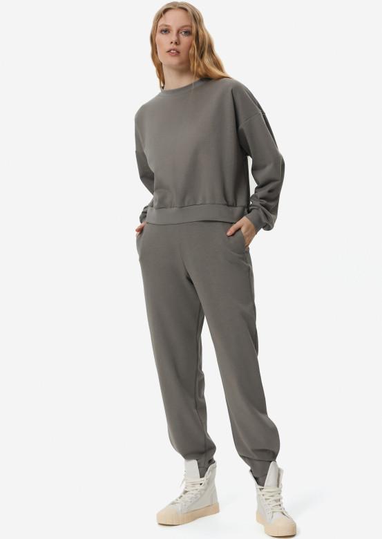 Light grey three-thread suit with velcro
