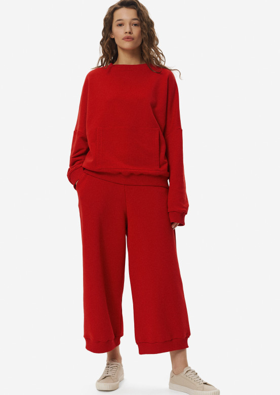 Red three-thread culottes suit with sweatshirt