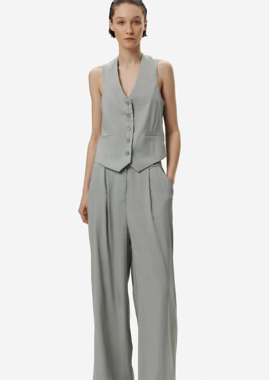 Light grey suit with a linen vest