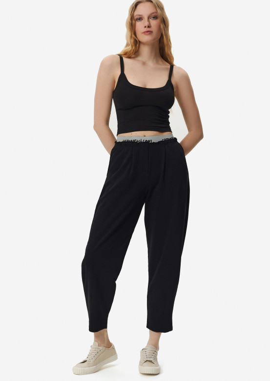 Black three-thread pleated front waistband trousers